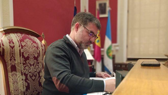 Manuel Serena pide que se vacunen inmediatamente a las trabajadoras del Servicio de Ayuda a Domicilio