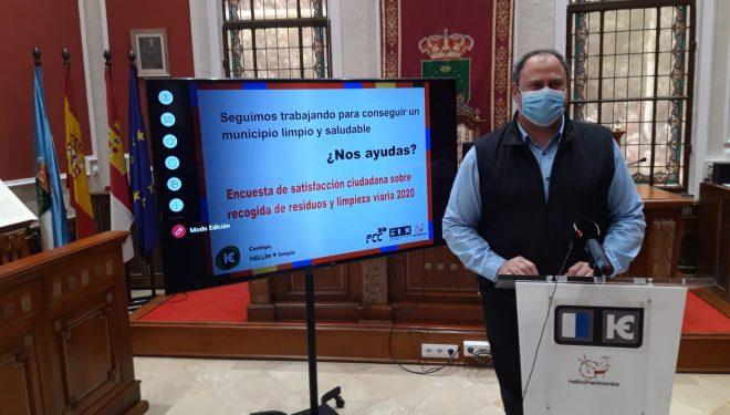 Julián Martínez anuncia la llegada a las calles de Hellín de un nuevo contenedor para recoger los residuos orgánicos