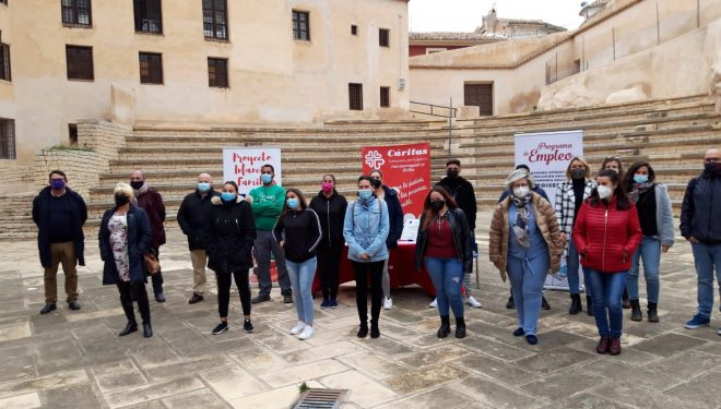 Entrega de diplomas a los participantes de los cursos de formación organizados por Cáritas y El Sembrador