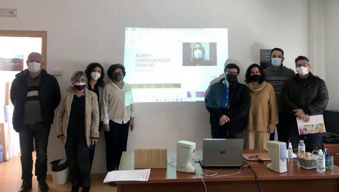 """""""Mujer y Comunicación en Igualdad. Tratamiento de la Información"""""""
