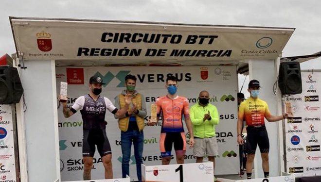 El ciclista hellinero Alberto López vencedor en la prueba de bike maratón del circuito regional de Murcia