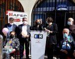 Lectura de un manifiesto y suelta de globos solidarios, para conmemorar el Día Internacional del Parkinson