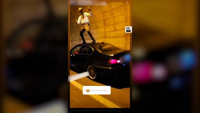 Se investiga a un conductor por ponerse a bailar encima del techo de su vehículo en el túnel del Cenajo