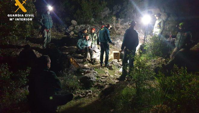 Especialistas en montaña de la Guardia Civil rescatan el cadáver de un espeleólogo hellinero en el interior de una cueva en Riópar