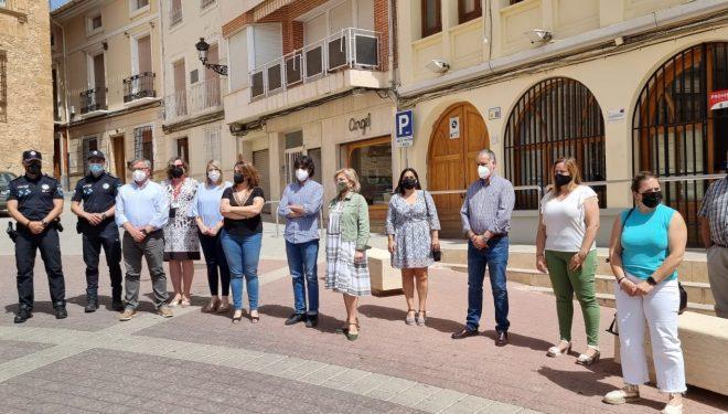 Minuto de silencio en la plaza de la Iglesia por las últimas víctimas de la violencia de género