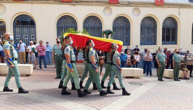 Emocionante y multitudinario entierro del joven hellinero, Rafael  Gallart, sargento del ejército  de Tierra, muerto en un accidente el pasado jueves