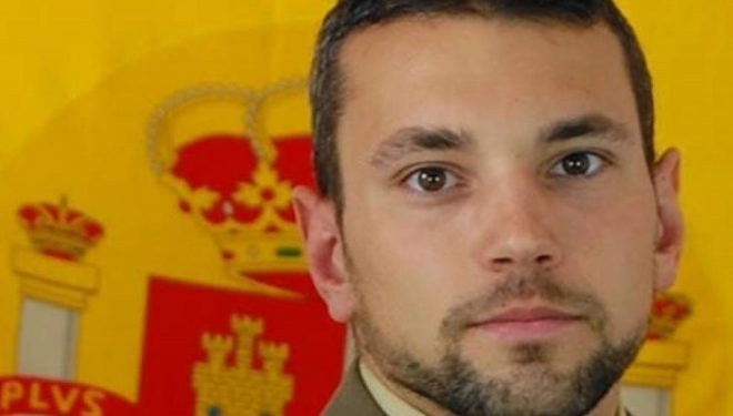Muere un joven hellinero, sargento del Ejército de Tierra, tras sufrir un accidente paracaidista y caer al mar junto a la costa de Cartagena