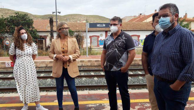 Lola Merino defiende en Hellín la continuidad y mejora de la línea ferroviaria Chinchilla-Cartagena